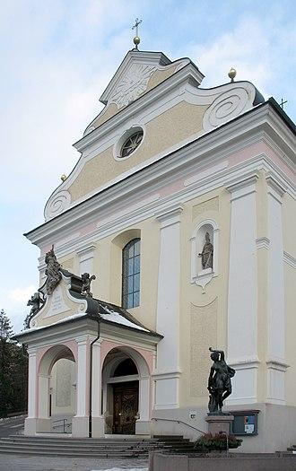Parish church of Urtijëi - Image: Parish church front