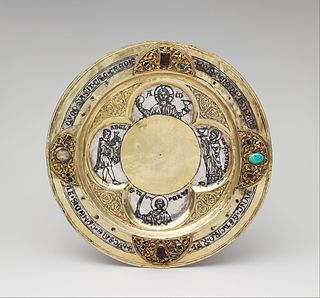 Paten small plate used to hold Eucharistic bread which is to be consecrated during the Mass