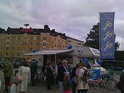 Perussuomalaiset Hakaniemen torilla.jpg