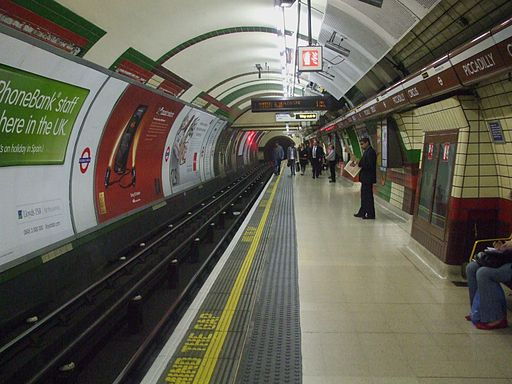 Piccadilly Circus tube stn Bakerloo northbound look south