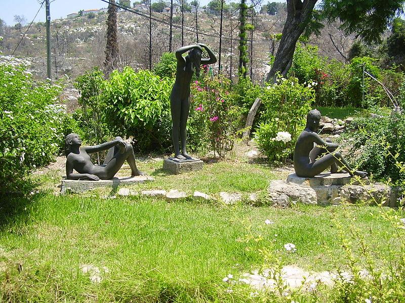 פסלים של אורסולה מלבין בעין הוד