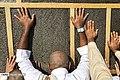 Pilgrims worship beside the Ka'bah02.jpg
