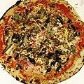 Pizza Tradizione (Niévroz) - pizza à emporter Pietro - jambon champignons artichaud emmental mozzarella.jpeg