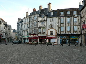 Poitiers - Charles-de-Gaulle place and its medieval heritage