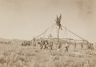 Sun dance - Placing the clan poles