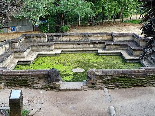 Polonnaruwa-Kumara Pokuna (2)