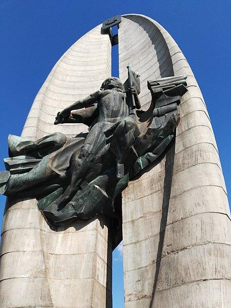 File:Pomnik Czynu Rewolucyjnego w Rzeszowie 6.jpg