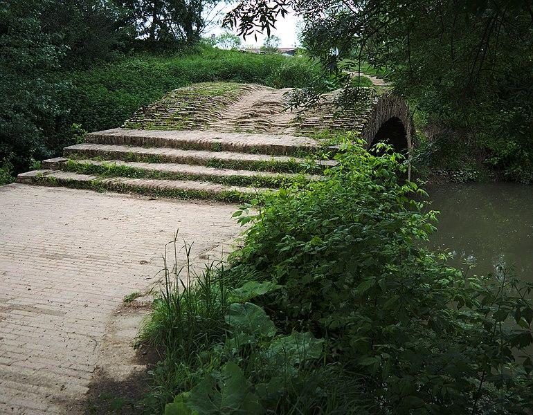 Vue du Pont Tourné de L'Isle-Jourdain (Gers)