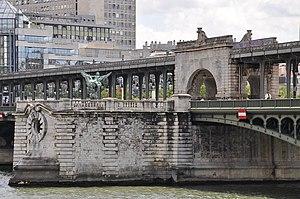 Pont de Bir-Hakeim - Image: Pont de Bir Hakeim Paris 15e 002