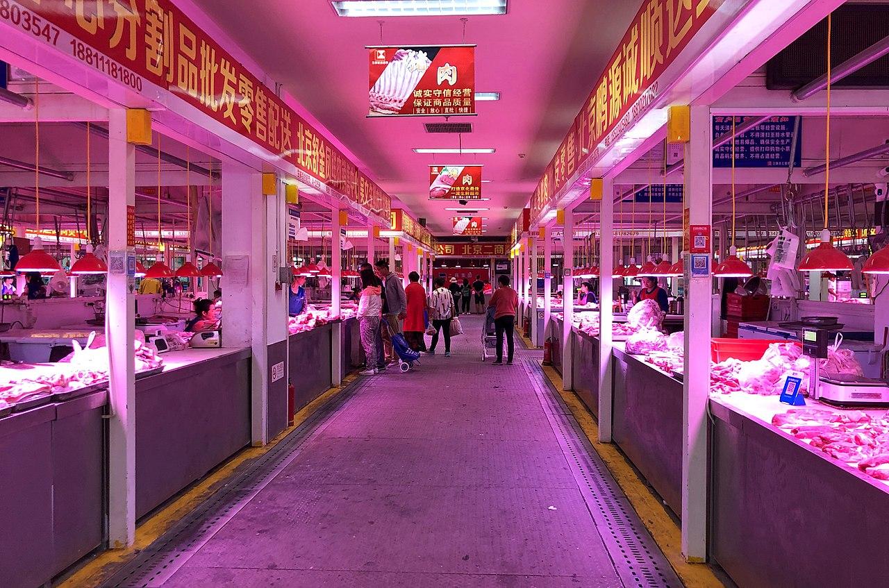 Pekin'deki Sanqi Baihui Pazarı'nın domuz eti bölümü
