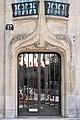 Porte dentrée dun immeuble art nouveau dHector Guimard à Paris (4818959106).jpg