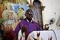 Prêtre célébrant une messe.jpg