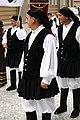 Praha, Staré Město, Prašná brána, italští krojovaní tanečníci.JPG
