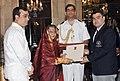 Pratibha Devisingh Patil presenting the Rajiv Gandhi Khel Ratan Award for the year-2011 to Shri Gagan Narang for Shooting, in a glittering ceremony, at Rashtrapati Bhavan.jpg