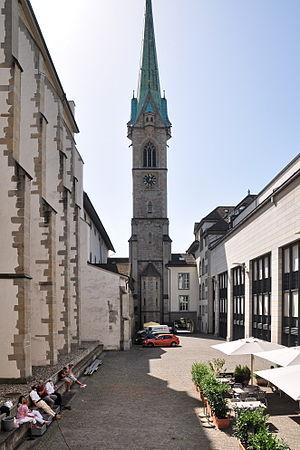Predigerkirche Zürich - Image: Predigerkirche (Chor) Innenhof Zentralbibliothek 2011 08 22 15 02 16 Shift N