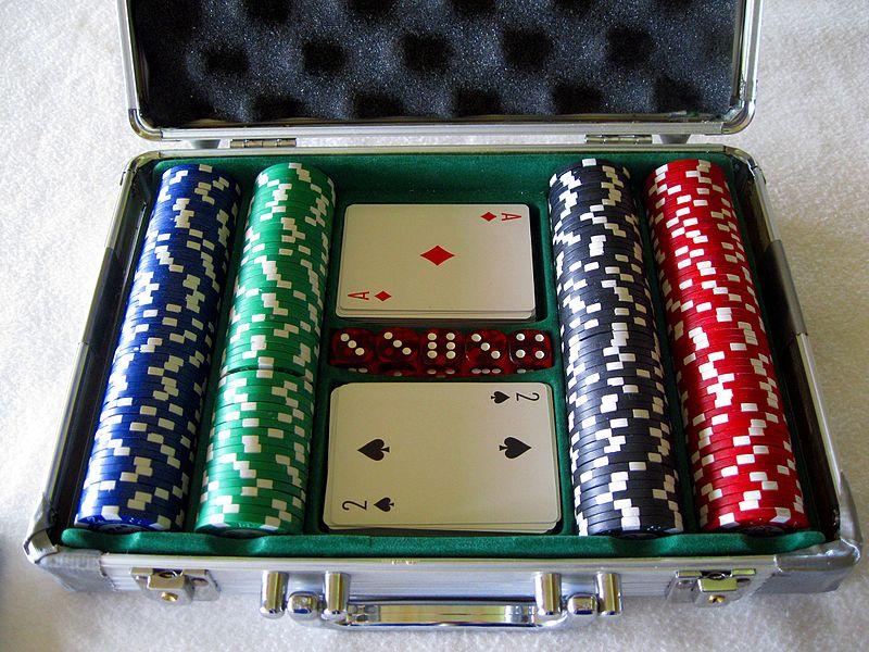 File:Pro Poker set.jpg