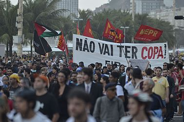 Protest against the World Cup in Copacabana (2014-06-12) 03.jpg