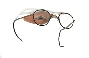 Jan F. Esser - An ocular prosthesis by Esser for a soldier injured in World War I