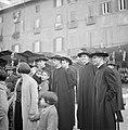 Publiek, waaroner geestelijken, op de Piazza Navona in Rome, Bestanddeelnr 254-5501.jpg