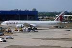 Qatar Airways, A7-BAQ, Boeing 777-3DZ ER (20172736362).jpg