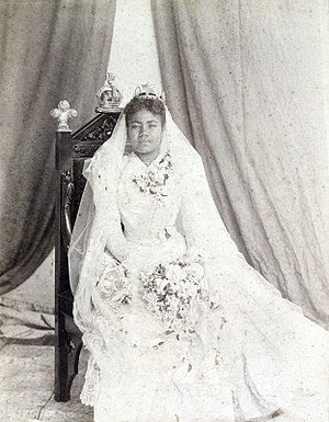 Lavinia Veiongo - Queen Lavinia on her wedding day