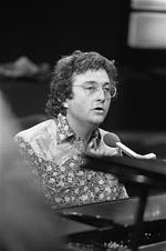Photo of Randy Newman in 1975.