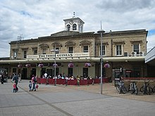 220px-Reading_railway_station_ ...