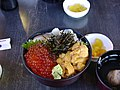Rice bowl with toppings of three-colors sea food (9323384).jpg