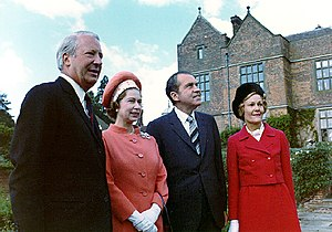Chequers - Image: Richard and Pat Nixon with Queen Elizabeth II