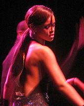 Rihanna si esibisce al Jingle Ball nel 2005