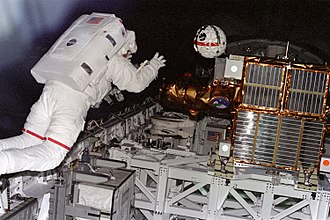STS-87 - Winston Scott retrieves Sprint