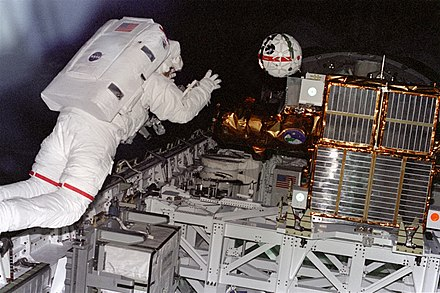 Sprint cameras, tested by the Shuttle, may be used on ISS and other missions Robot Camera Retrieval - GPN-2000-001089.jpg