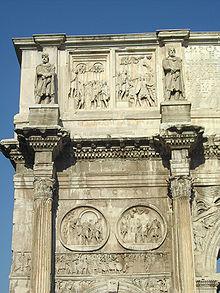 Sull'attico rilievi dell'epoca dell'imperatore Marco Aurelio