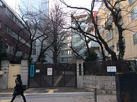 Roppongi Junior High School1.JPG