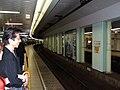 Roppongi Station (H01) platform, Tokyo Metro - 20060913.jpg