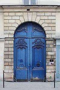 Rue de Turenne (Paris), numéro 64, porte.jpg