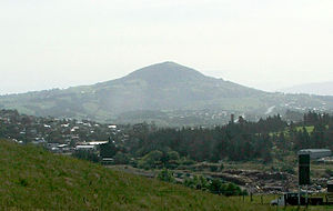 Saddle Hill (New Zealand) - Saddle Hill rises over the town of Green Island, as seen from Lookout Point, Dunedin.