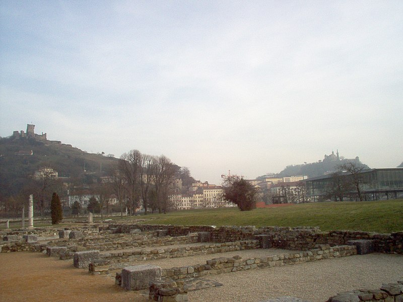 "Archeological site of Saint-Romain-en-Gal (F-69560) and ruins of the castle ""de la Bâtie"" of Vienne (F-38200) on the other side of the Rhone."
