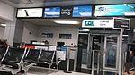 Sala de espera de la puerta N° 8, donde opera United Airlines.jpg