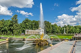 Samson fountain in Peterhof 02.jpg