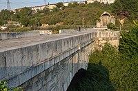 Sangarius Köprüsü, Doğu Roma İmparatoru Justinian I tarafından başkent Konstantinopolis ve imparatorluğunun doğu illeri olan Türkiye (26182712428) .jpg arasındaki iletişimi geliştirmek için inşa edilen Sangarius nehri üzerinde 430 m geç Roma köprüsü.