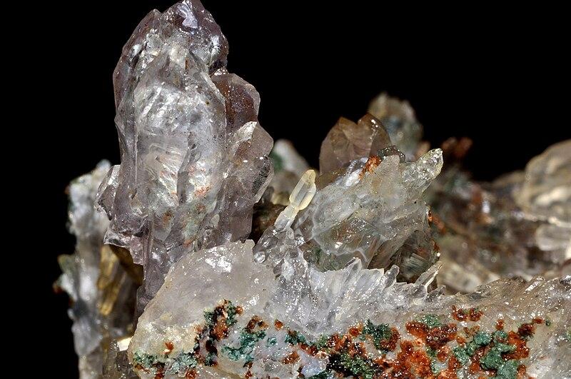 File:Sceptres d'améthyste et de quartz 1(Brésil).jpg