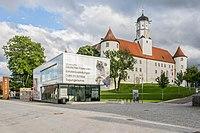 Schloss Höchstädt mit Informations- und Ausstellungsgebäude 003.jpg