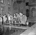 Schoonmaken van Koninklijk Paleis voor inhuldiging Koningin Juliana - Cleaning in preparation for Queen Juliana's inauguration (4416872120).jpg