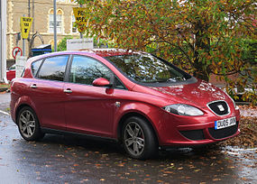 Seat Toledo Diesel 1896cc registered April 2005 photographed Cardiff October 2015.jpg