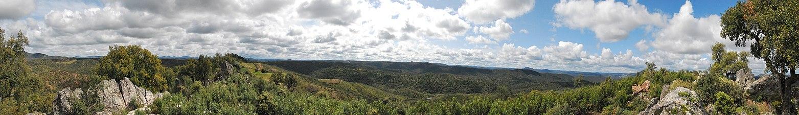 Sierra de Aracena y Picos de Aroche Panorama.jpg