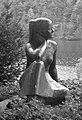 Sitzendes Mädchen, Ernst Heller 1894-1972.jpg