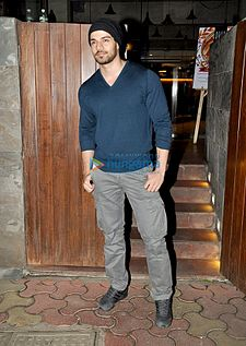 Sooraj Pancholi snapped post dinner at Indigo in Bandra.jpg