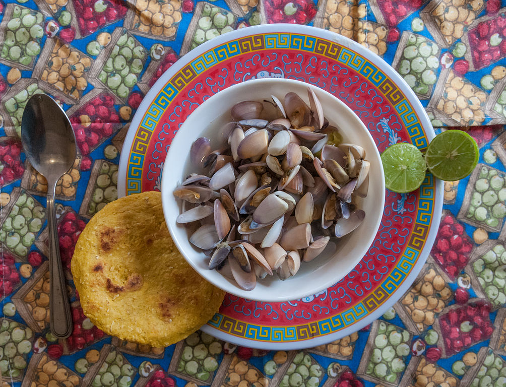 File:Sopa de chipichipi con Guaguco y Arepa.jpg - Wikimedia Commons