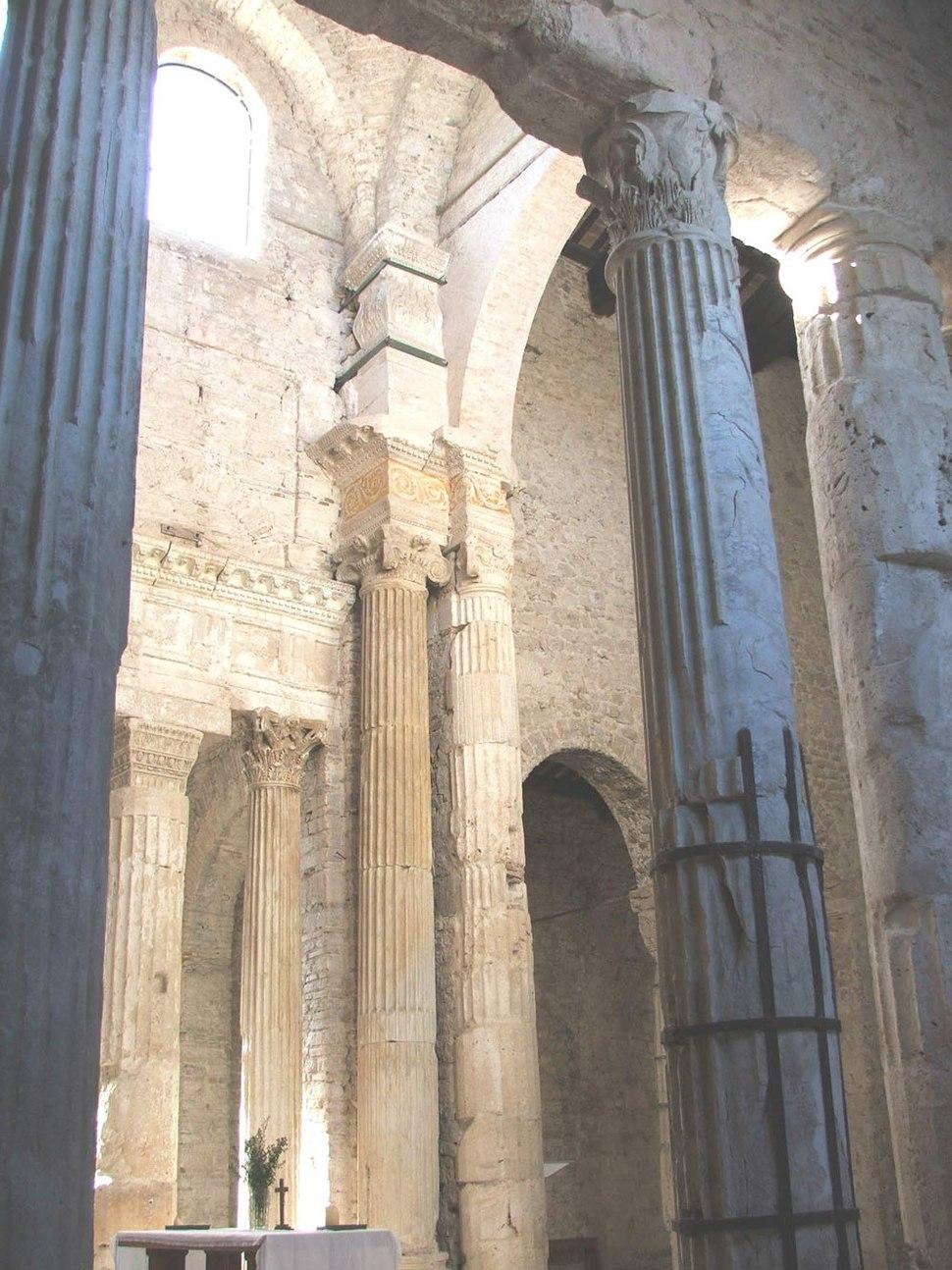 Spoleto SSalvatore Presbiterio1